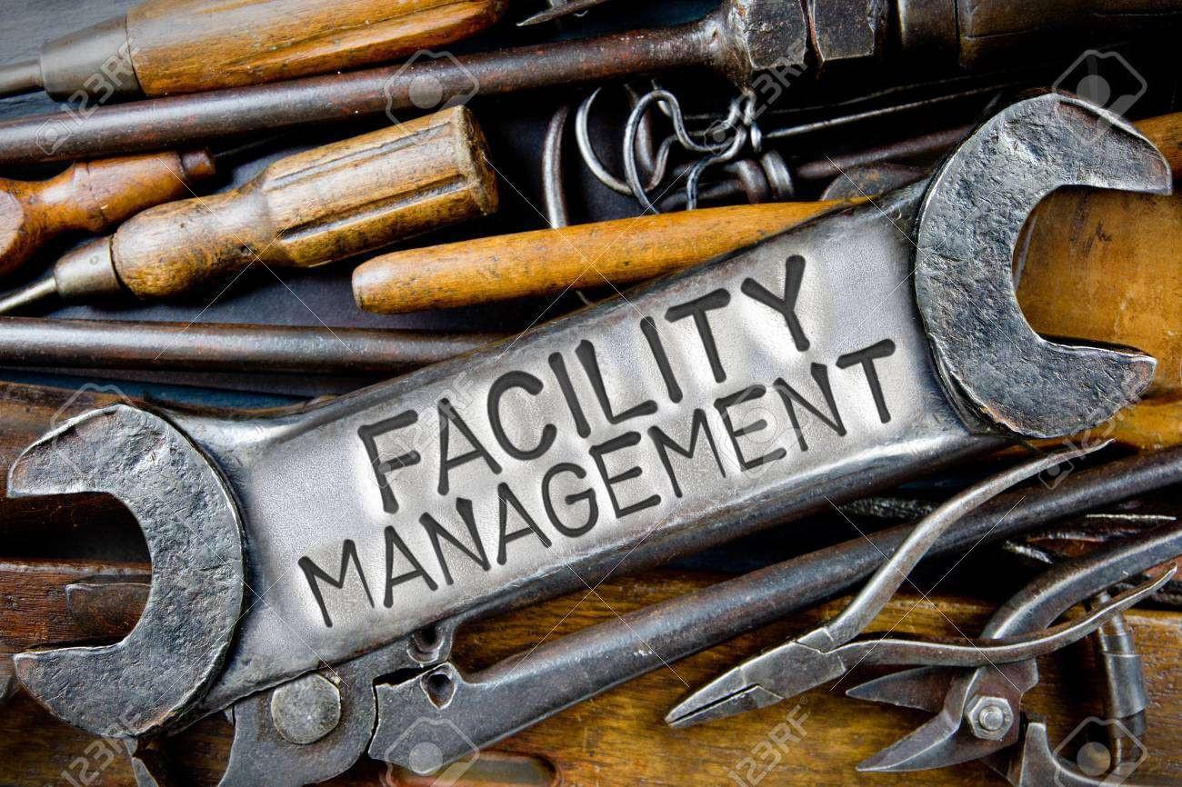 82899609-foto-van-verschillende-gereedschappen-en-instrumenten-met-facility-management-letters-bedrukt-op-een
